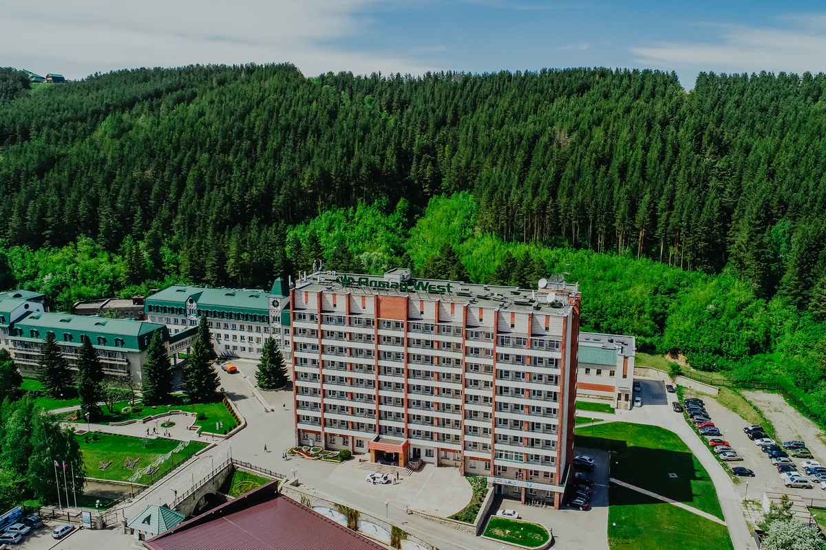 //altai-west.ru/app/uploads/2018/08/Otdykh-v-Belokurikhe-Sanatoriy-Altay-West-1.jpg